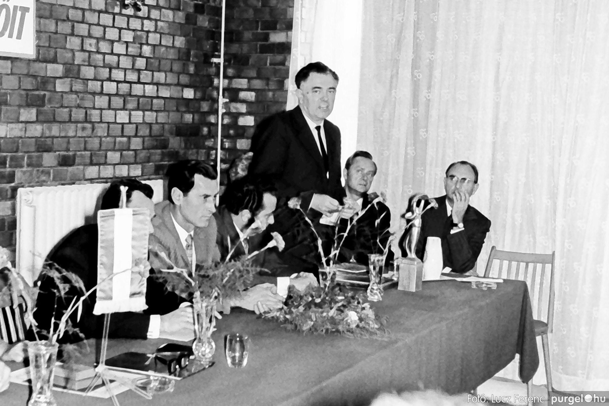 022 1975. Ünnepi ülés a tanácsházán 014 - Fotó: Lucz Ferenc .jpg