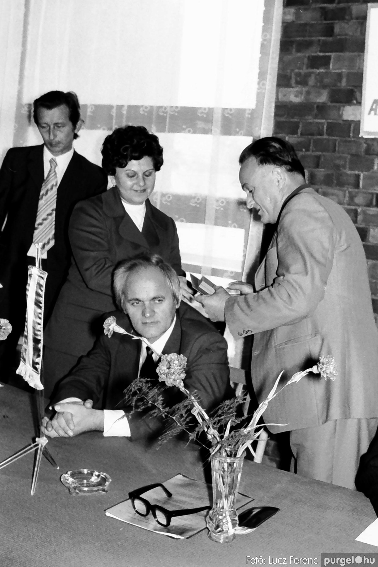 022 1975. Ünnepi ülés a tanácsházán 005 - Fotó: Lucz Ferenc .jpg