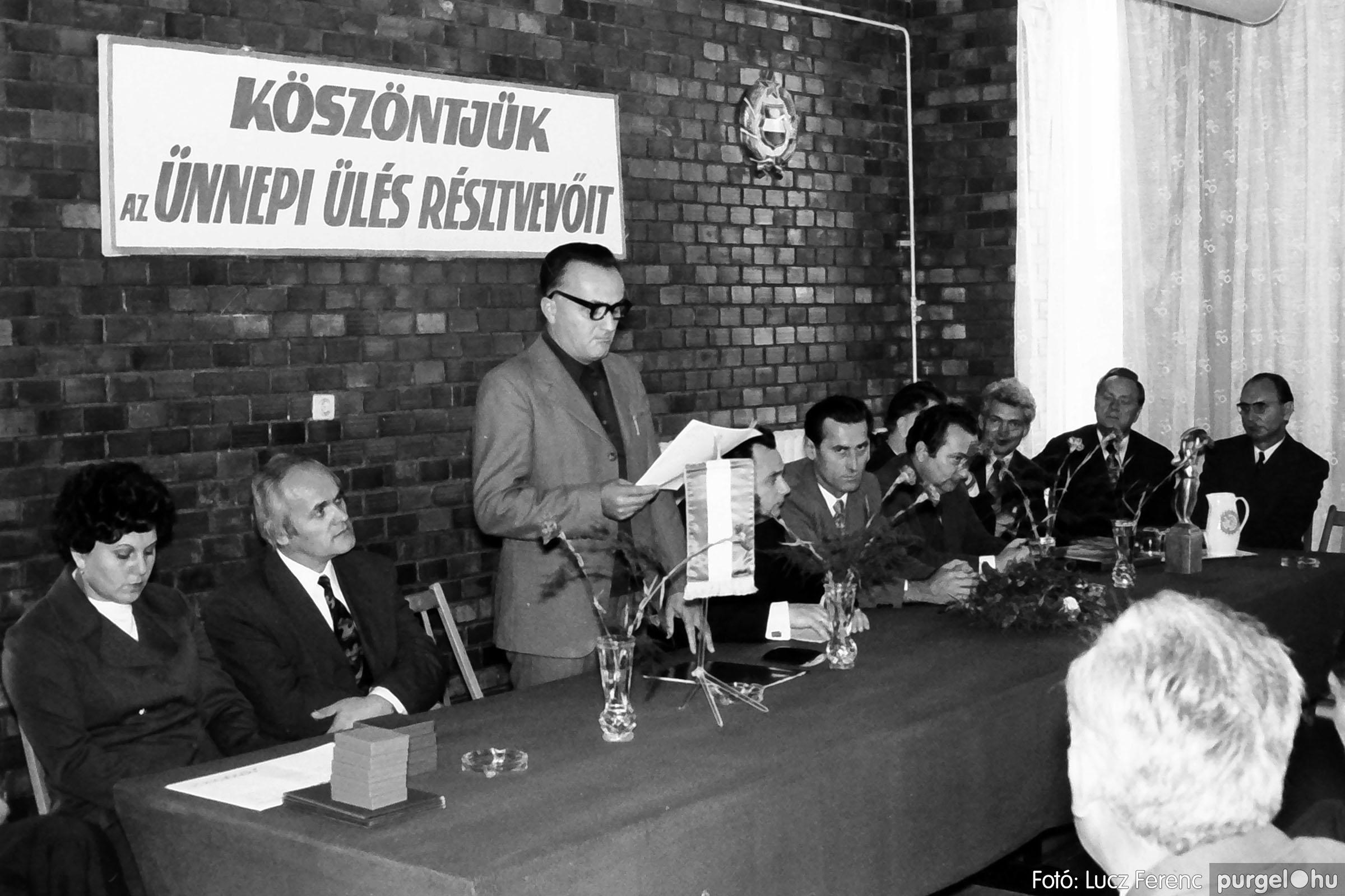 022 1975. Ünnepi ülés a tanácsházán 004 - Fotó: Lucz Ferenc .jpg