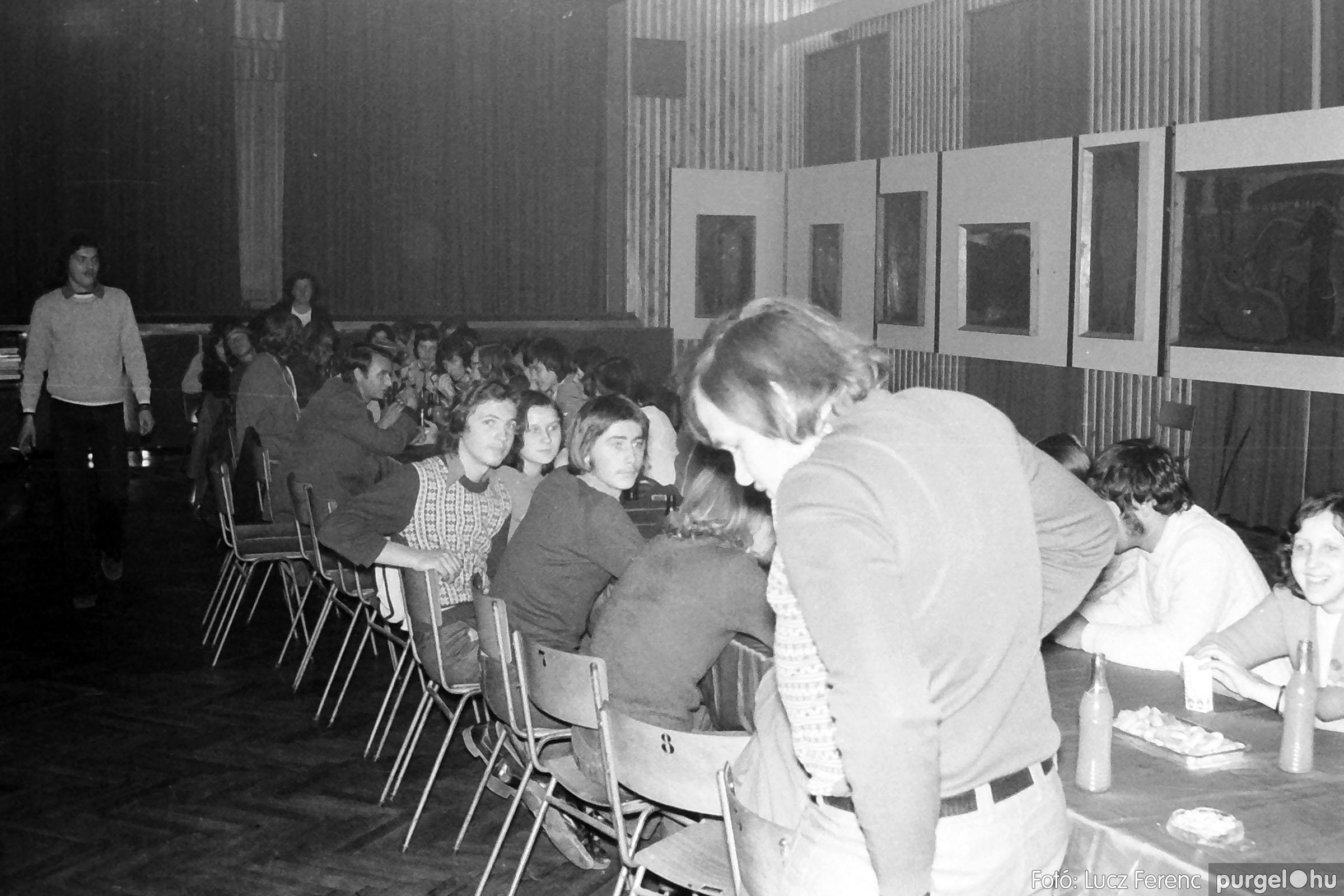 024 1975.10. Németh József és Szalay Ferenc festőművészek kiállítása 025 - Fotó: Lucz Ferenc IMG00226q.jpg