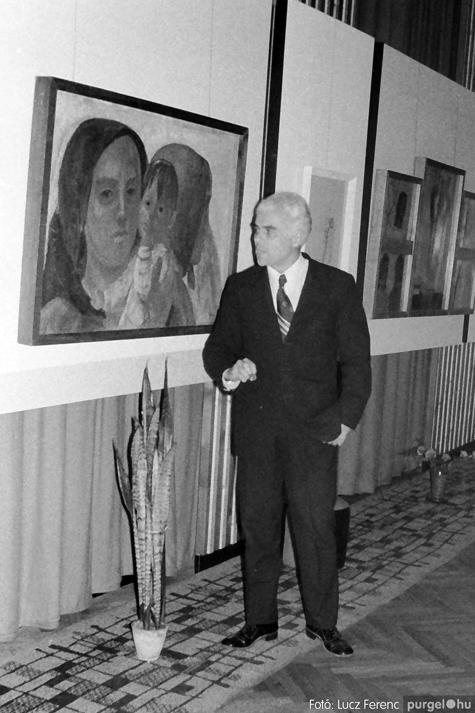 024 1975.10. Németh József és Szalay Ferenc festőművészek kiállítása 020 - Fotó: Lucz Ferenc IMG00221q.jpg
