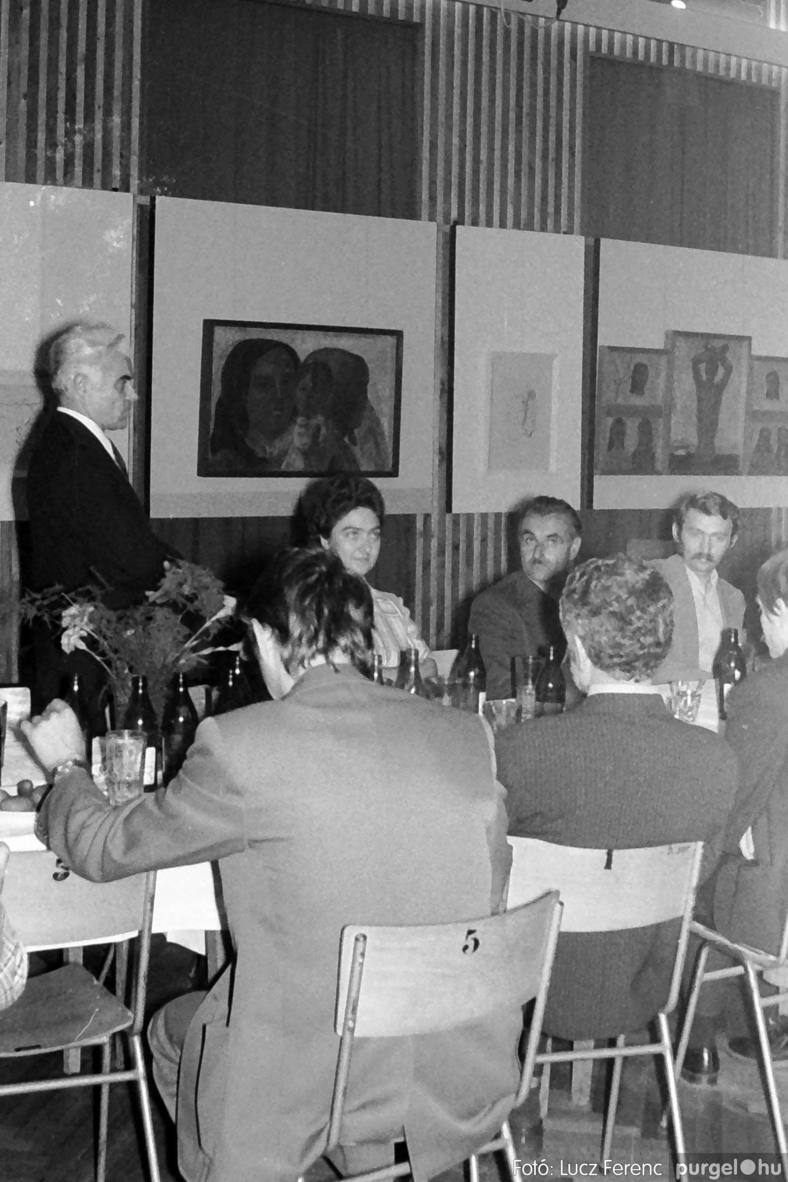 024 1975.10. Németh József és Szalay Ferenc festőművészek kiállítása 003 - Fotó: Lucz Ferenc IMG00201q.jpg