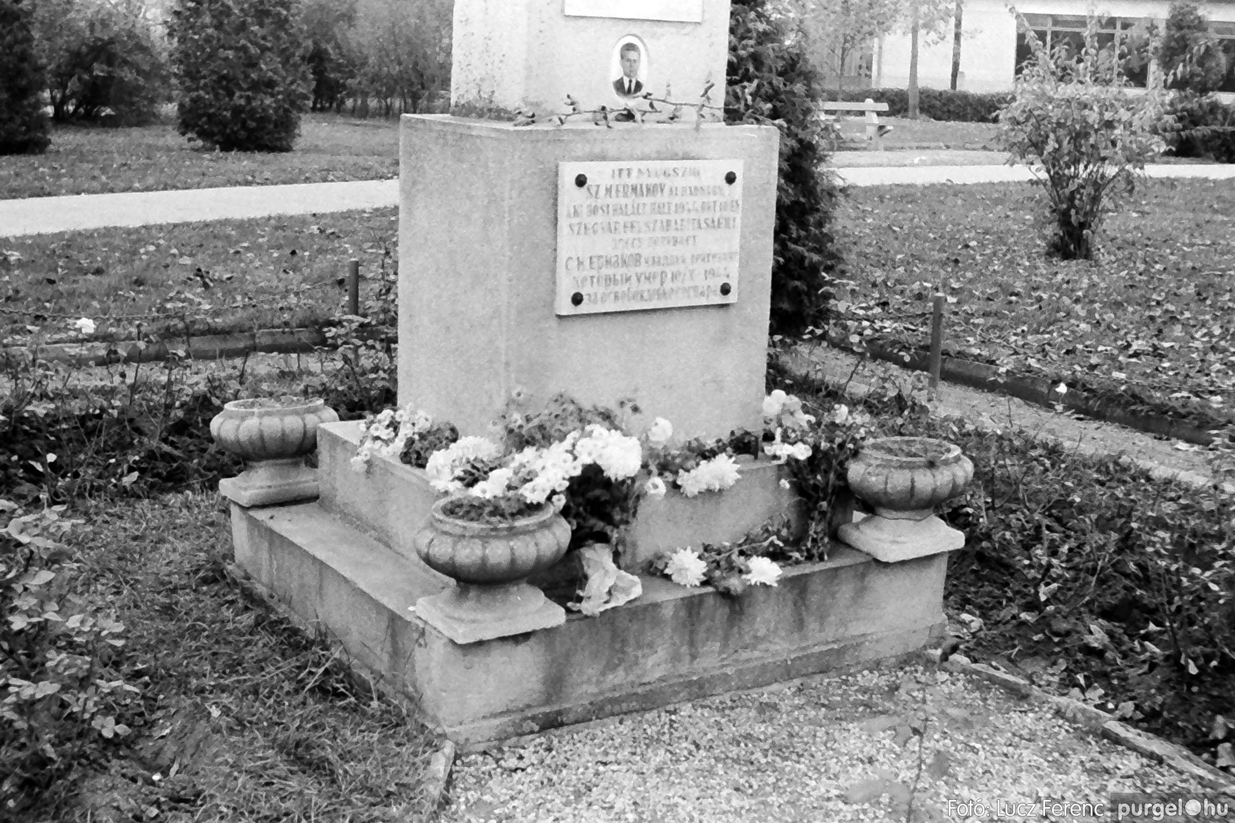 025 1975.10. Szovjet katonai emlékmű 003 - Fotó: Lucz Ferenc IMG00231q.jpg