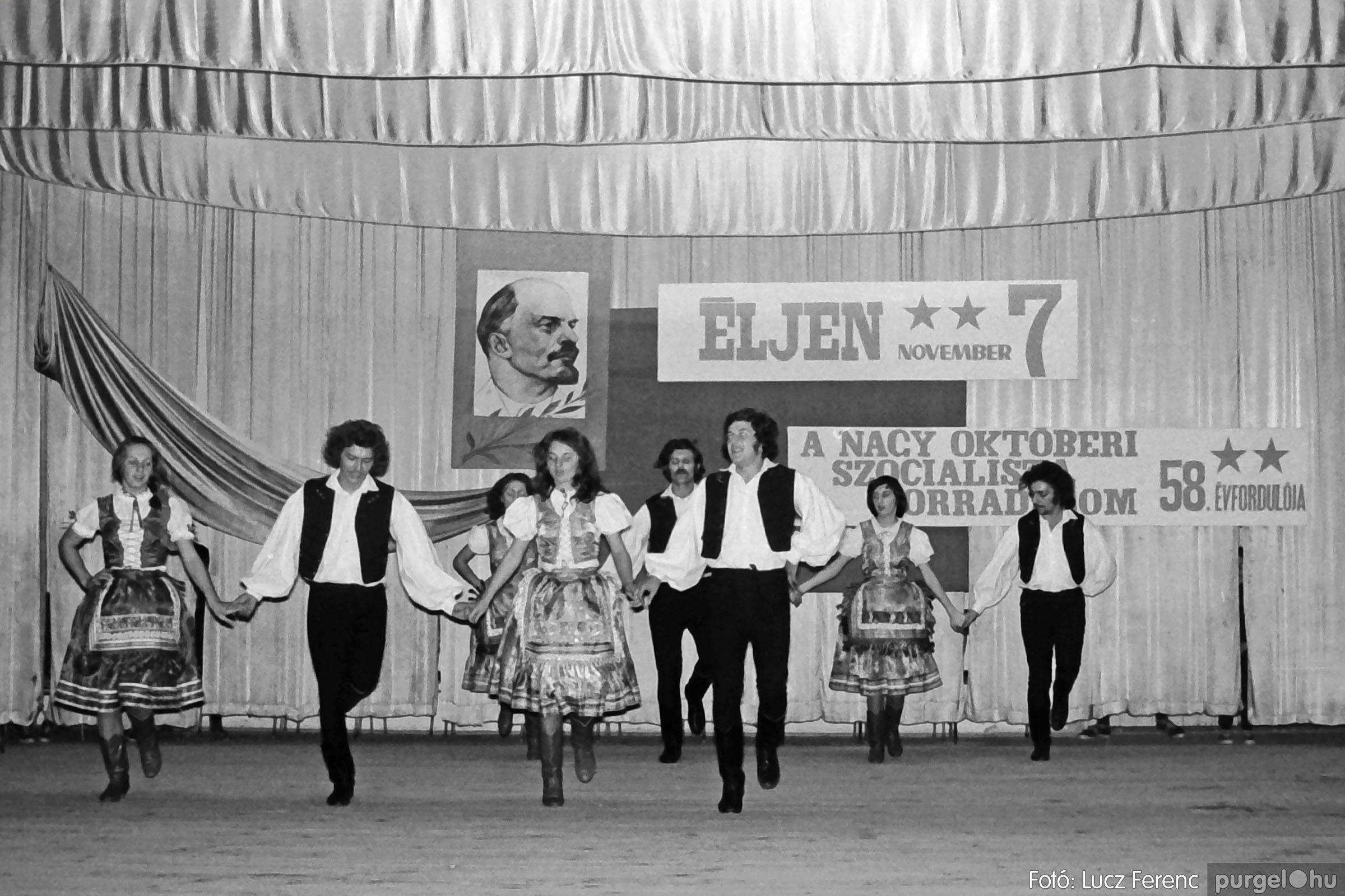 1975.11.07. 032 26. negatív - November 7-i ünnepség - Fotó: Lucz Ferenc - IMG00033q.jpg