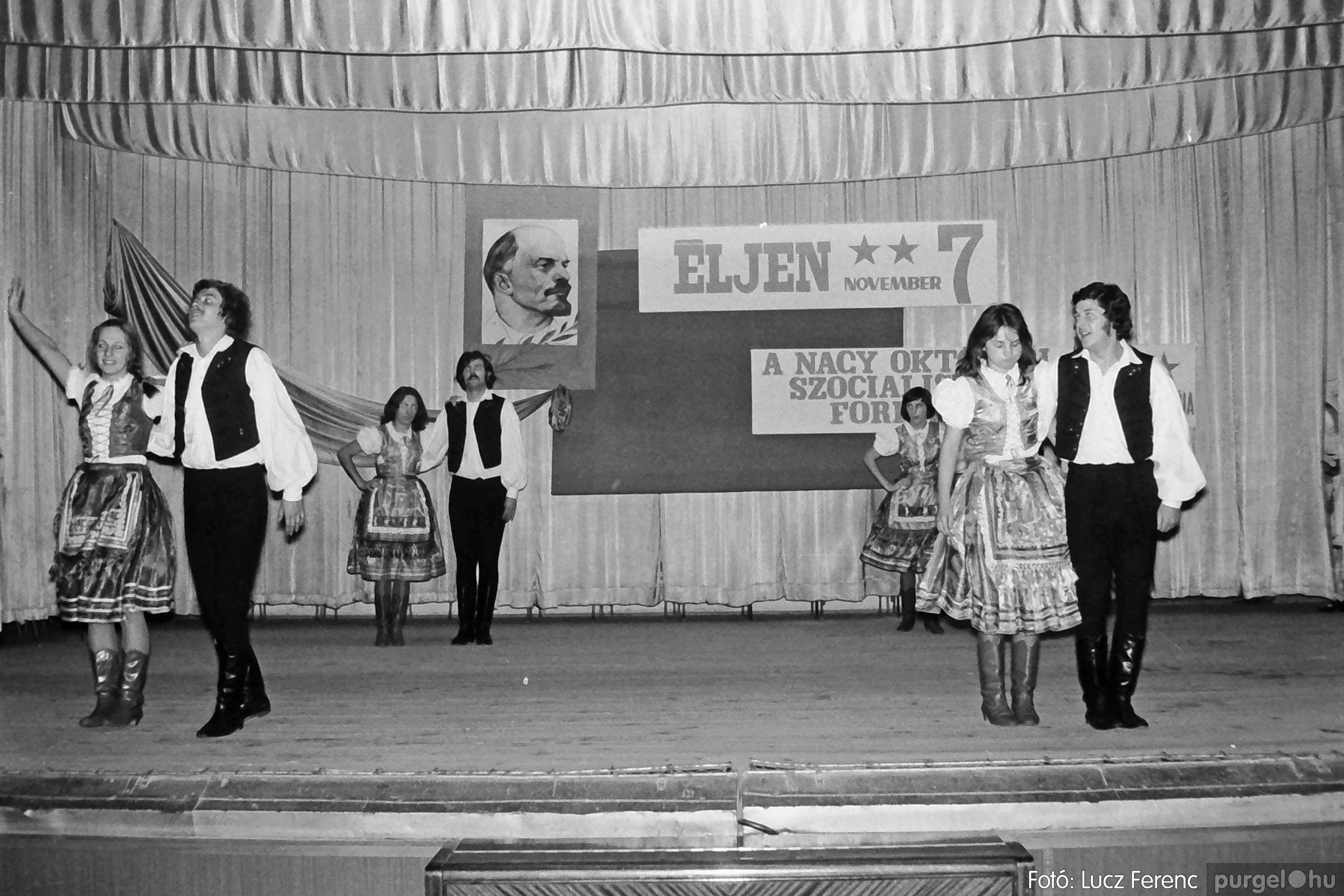 1975.11.07. 031 26. negatív - November 7-i ünnepség - Fotó: Lucz Ferenc - IMG00032q.jpg