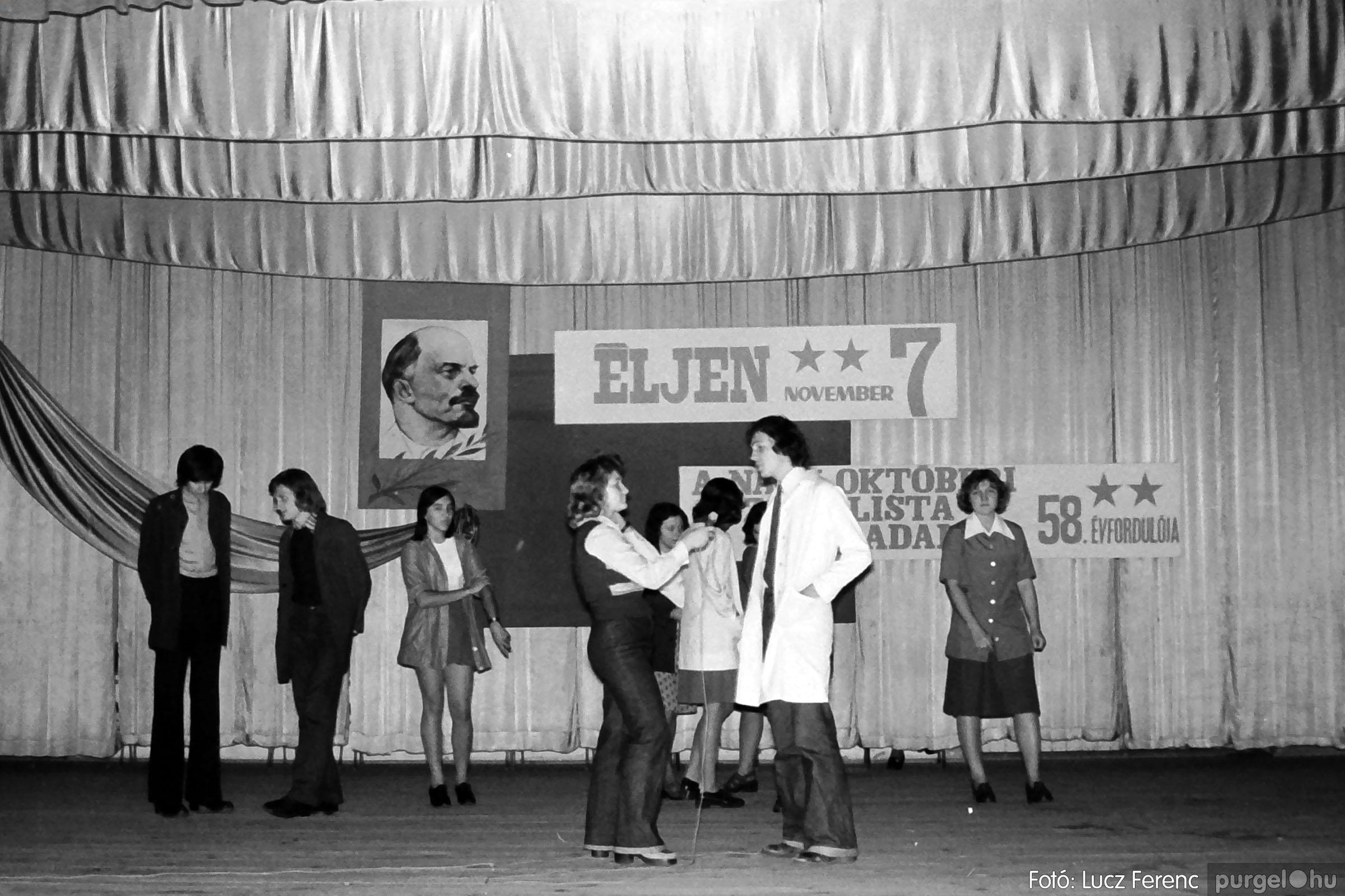 1975.11.07. 024 26. negatív - November 7-i ünnepség - Fotó: Lucz Ferenc - IMG00025q.jpg