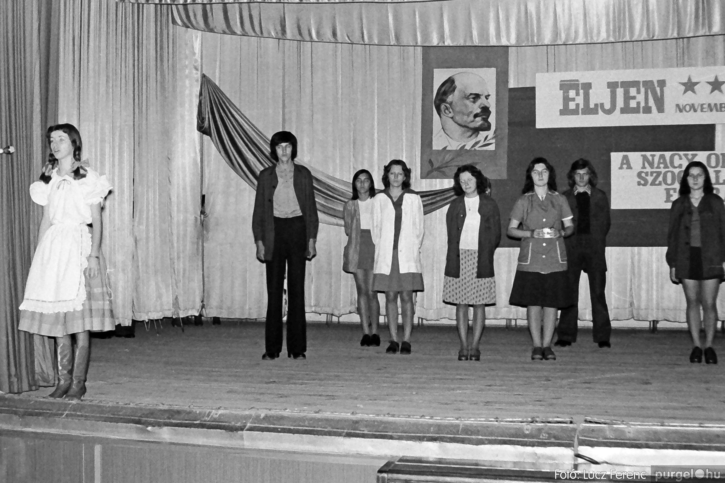 1975.11.07. 022 26. negatív - November 7-i ünnepség - Fotó: Lucz Ferenc - IMG00023q.jpg