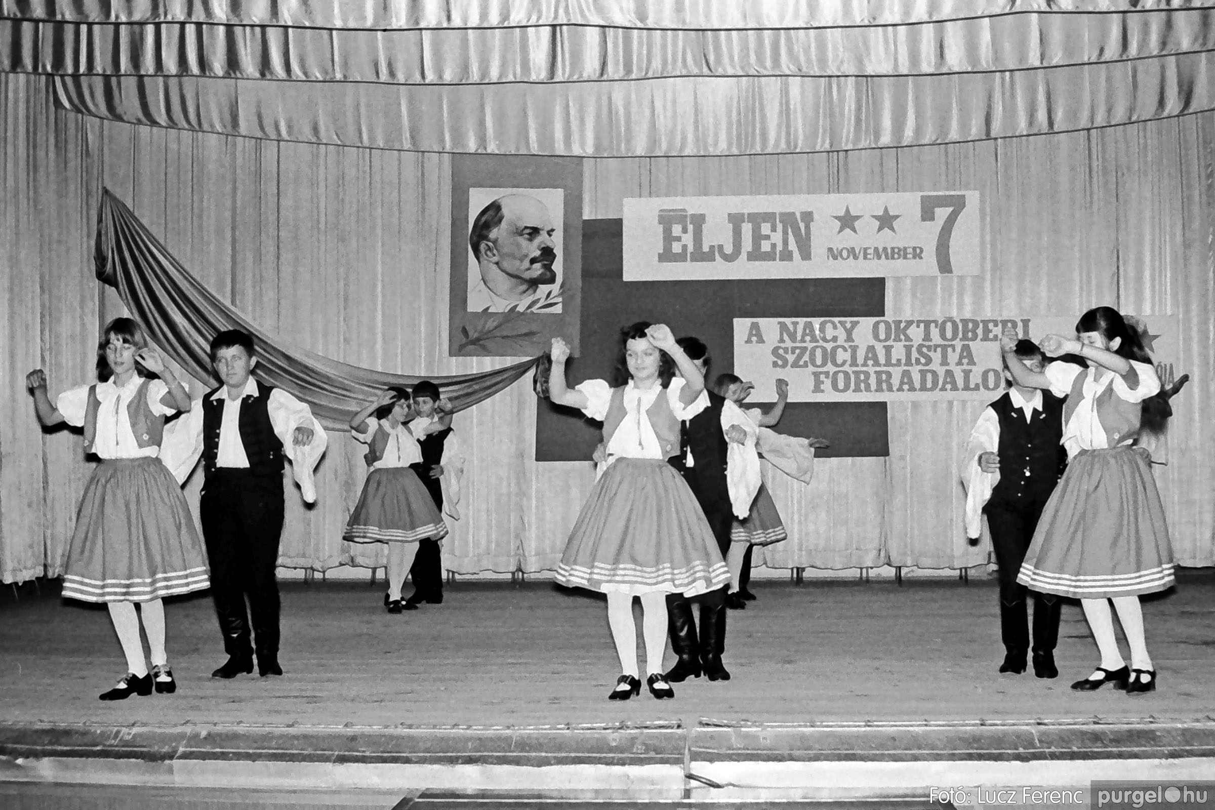 1975.11.07. 018 26. negatív - November 7-i ünnepség - Fotó: Lucz Ferenc - IMG00019q.jpg