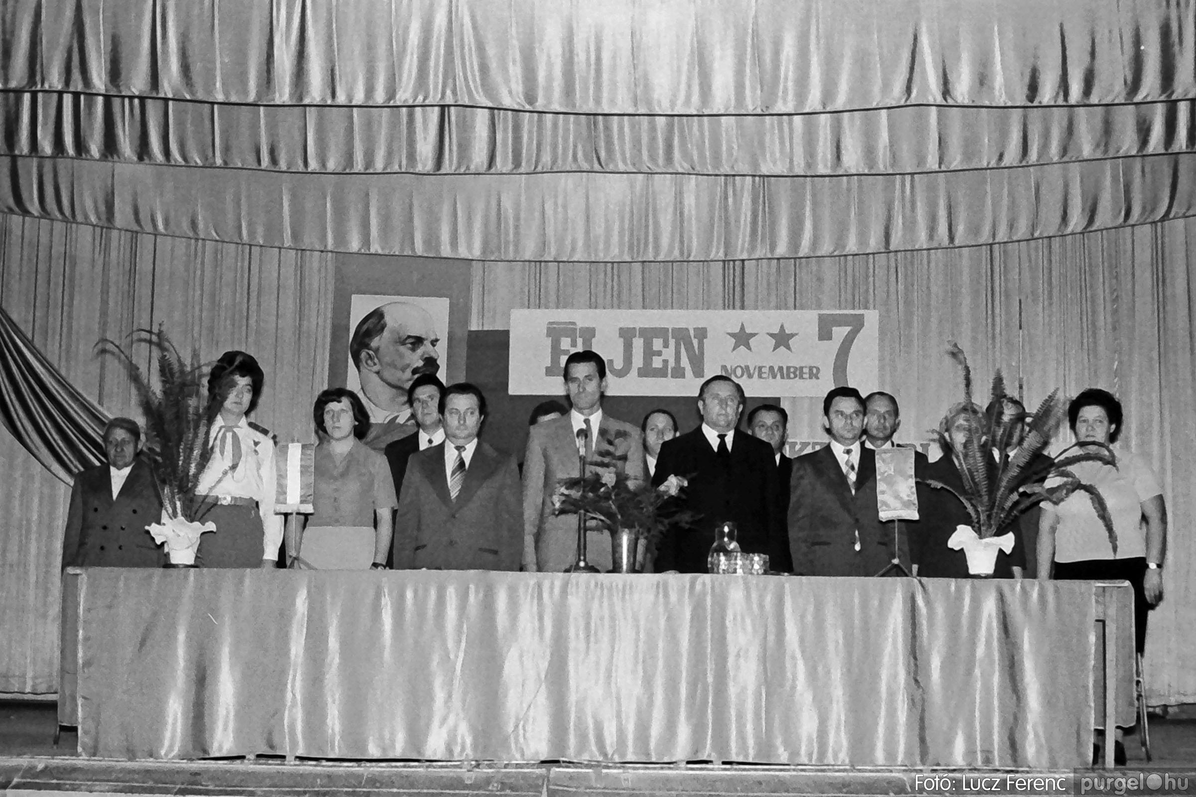 1975.11.07. 015 26. negatív - November 7-i ünnepség - Fotó: Lucz Ferenc - IMG00016q.jpg