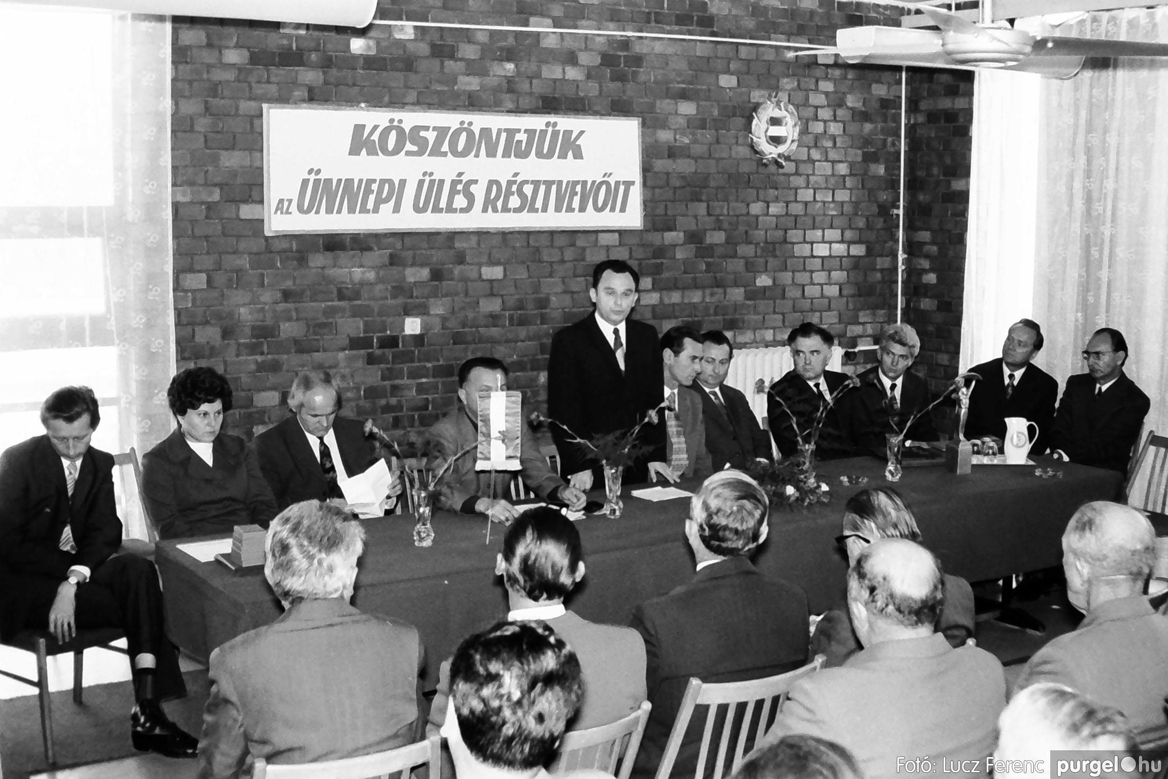 022 1975. Ünnepi ülés a tanácsházán 003 - Fotó: Lucz Ferenc .jpg