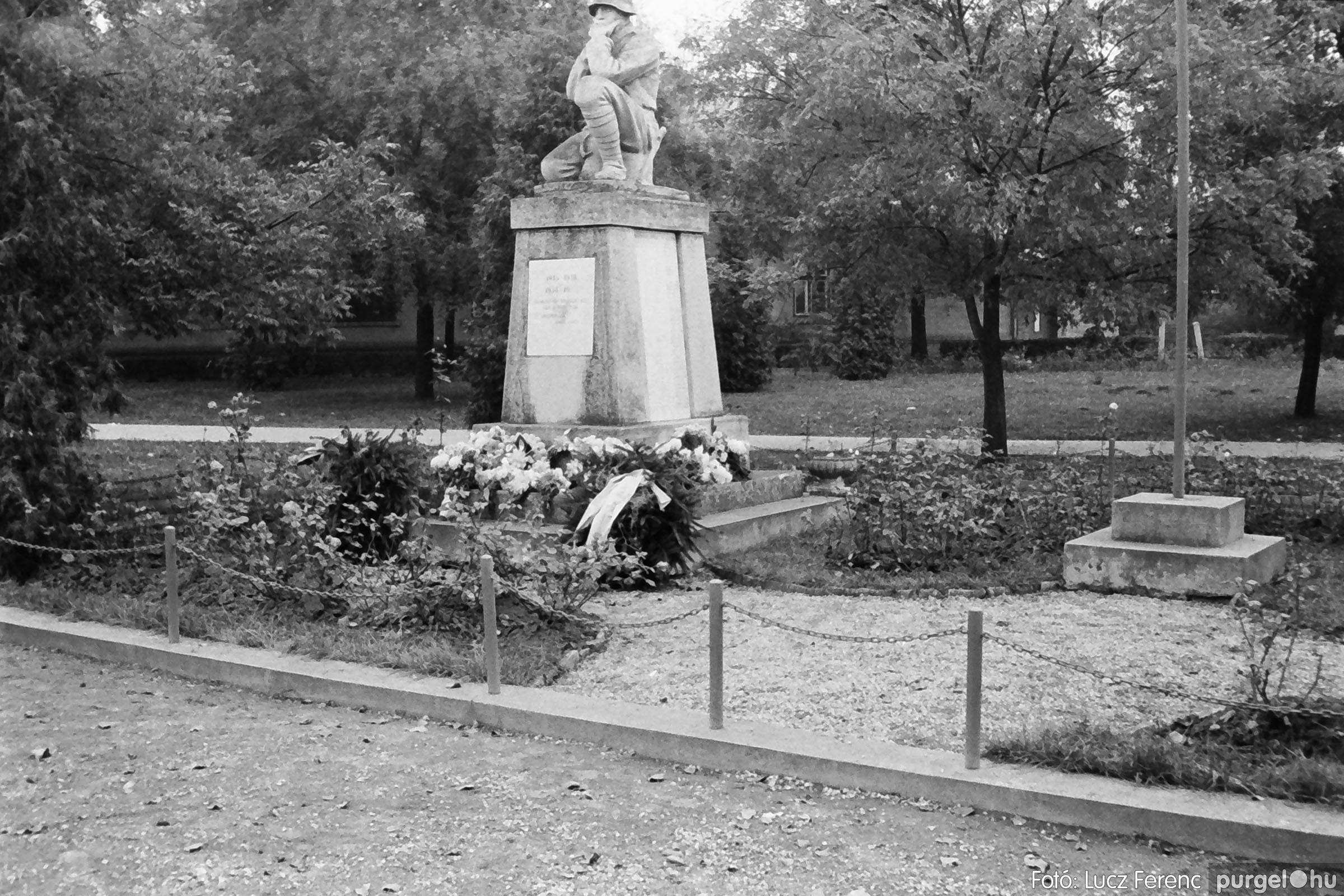 025 1975.10. Szovjet katonai emlékmű 006 - Fotó: Lucz Ferenc IMG00235q.jpg