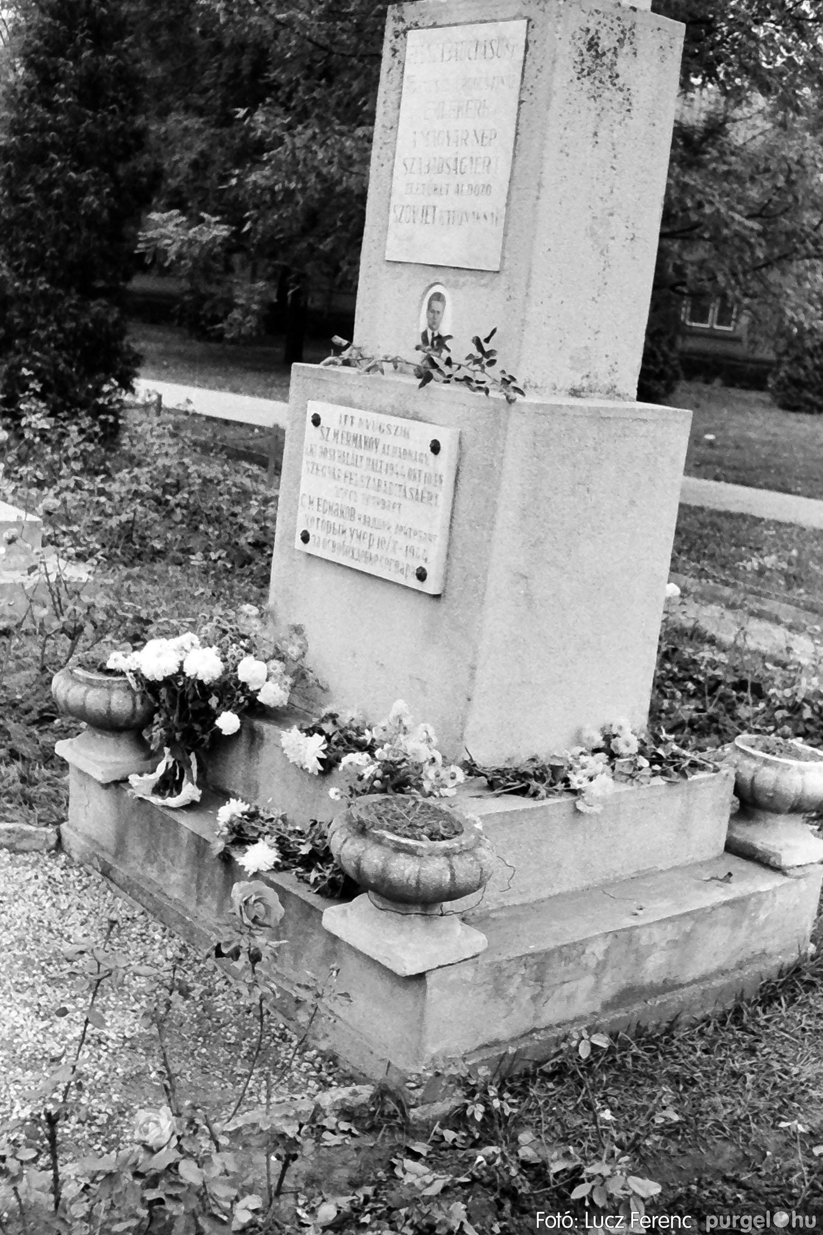 025 1975.10. Szovjet katonai emlékmű 001 - Fotó: Lucz Ferenc IMG00229q.jpg