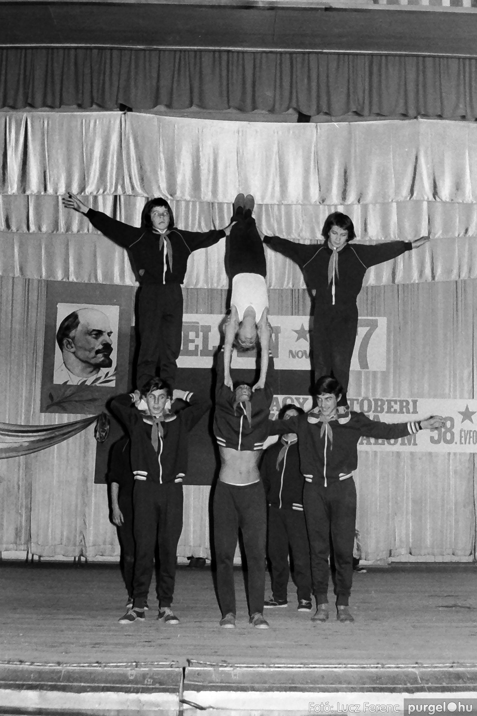1975.11.07. 035 26. negatív - November 7-i ünnepség - Fotó: Lucz Ferenc - IMG00036q.jpg