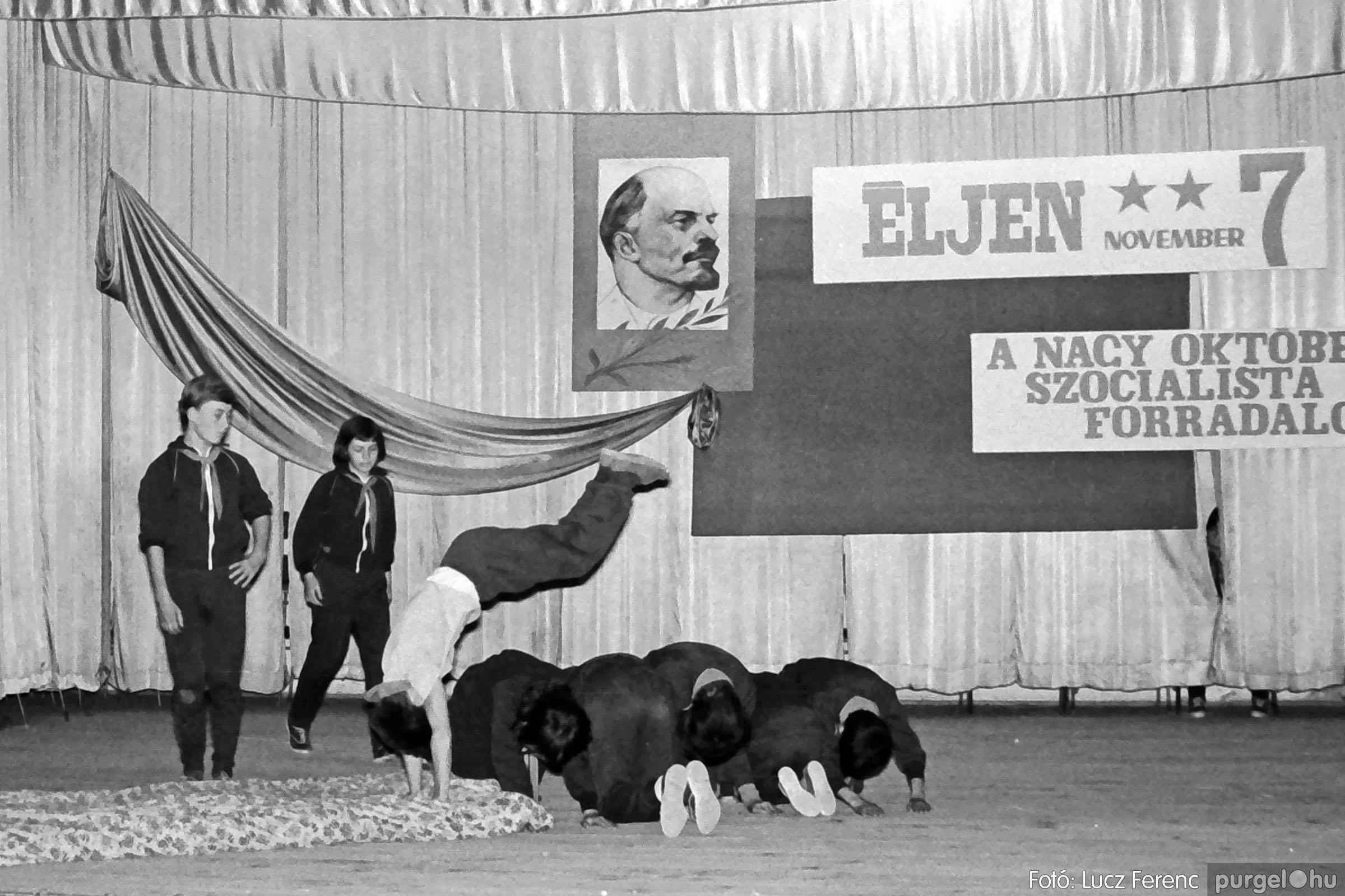 1975.11.07. 033 26. negatív - November 7-i ünnepség - Fotó: Lucz Ferenc - IMG00034q.jpg