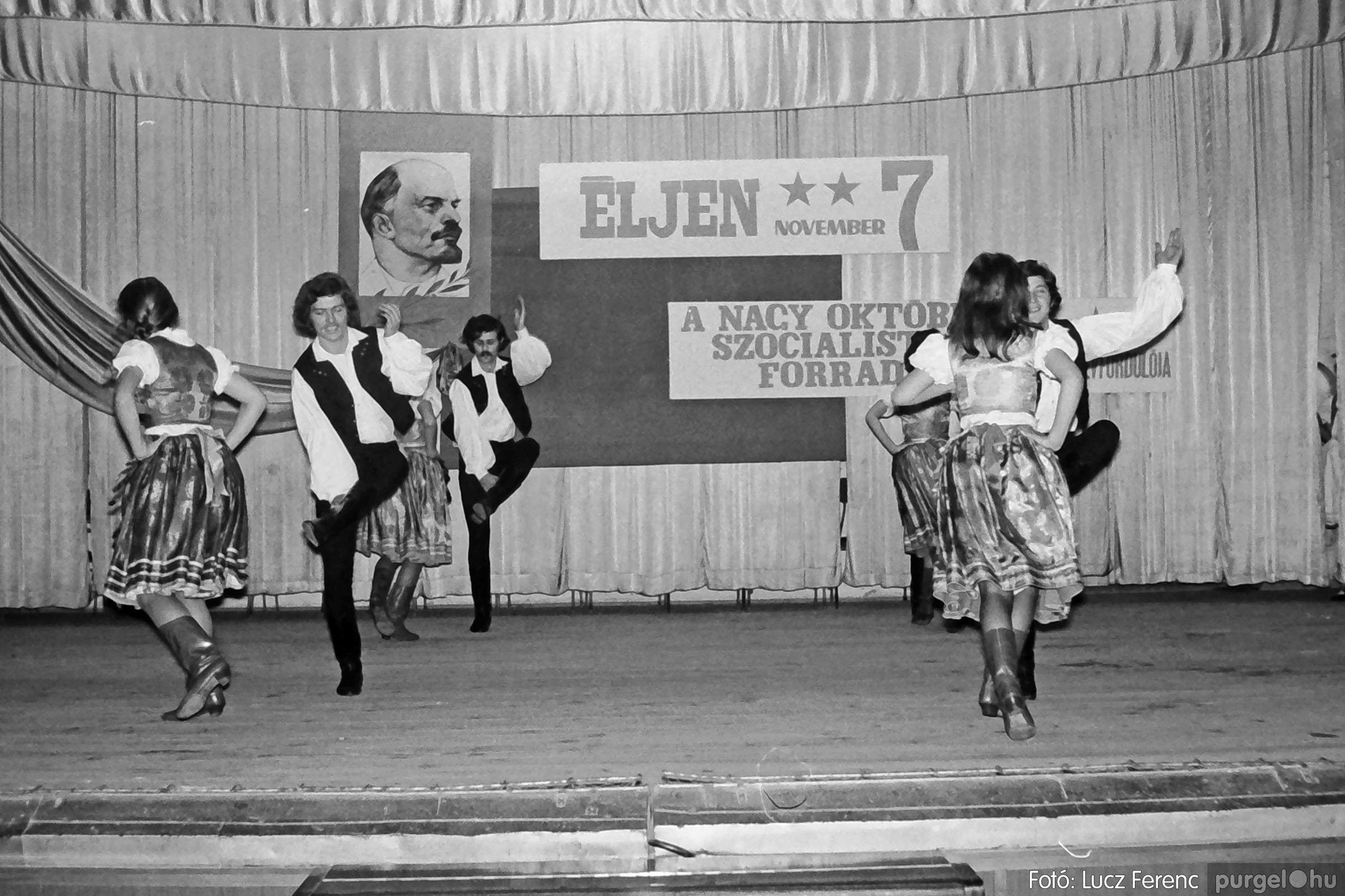 1975.11.07. 030 26. negatív - November 7-i ünnepség - Fotó: Lucz Ferenc - IMG00031q.jpg