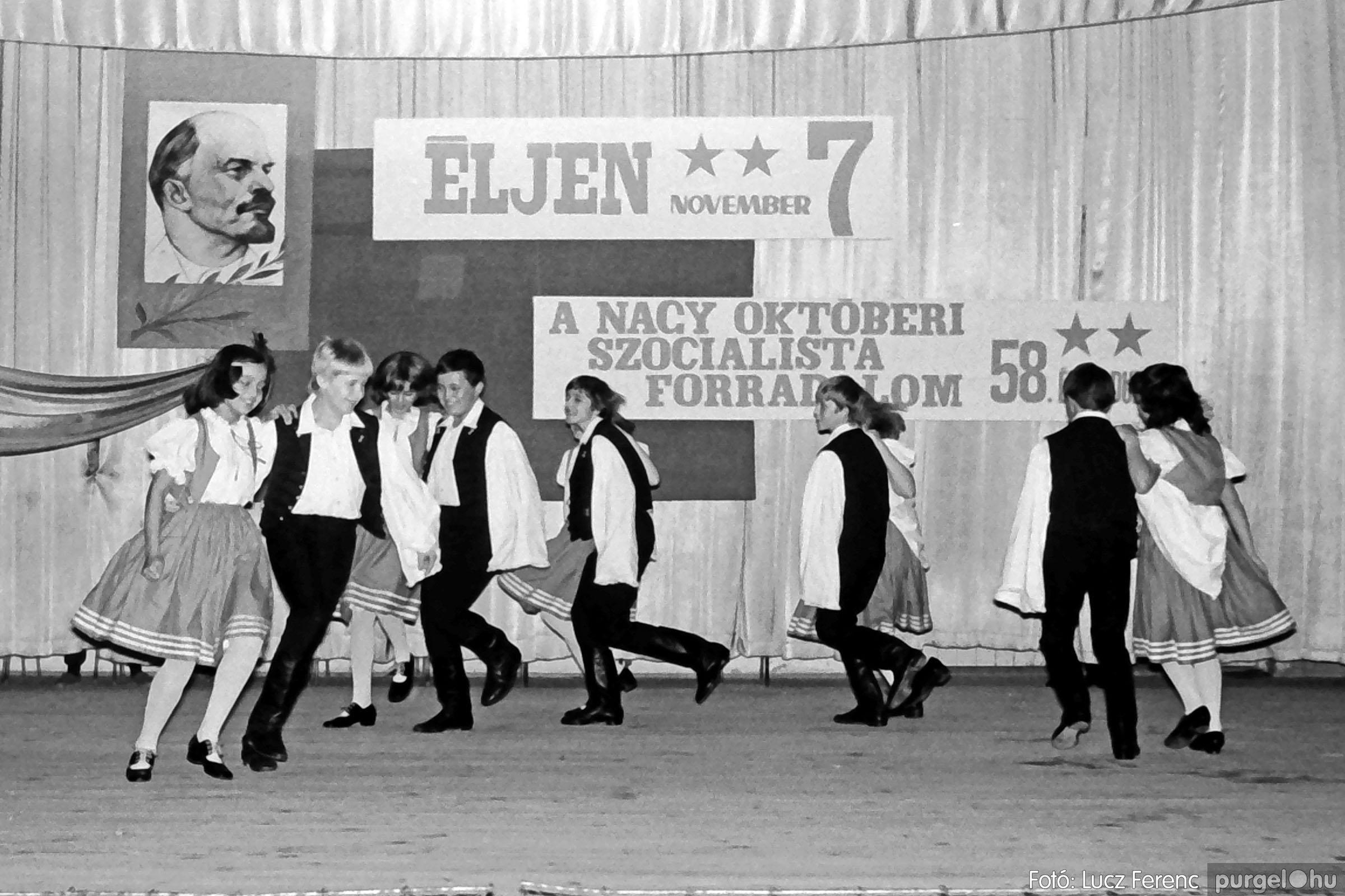 1975.11.07. 027 26. negatív - November 7-i ünnepség - Fotó: Lucz Ferenc - IMG00028q.jpg