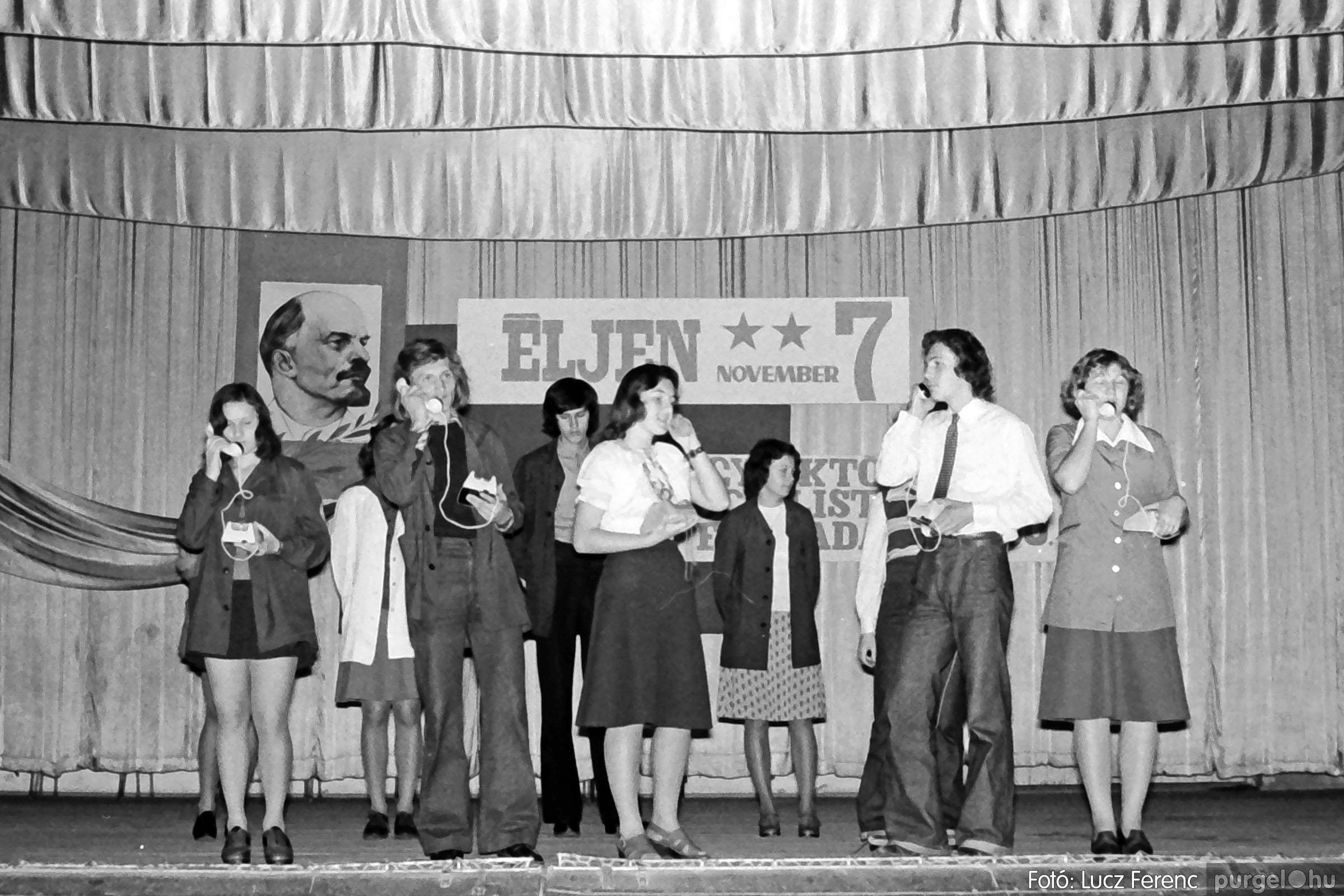 1975.11.07. 026 26. negatív - November 7-i ünnepség - Fotó: Lucz Ferenc - IMG00027q.jpg