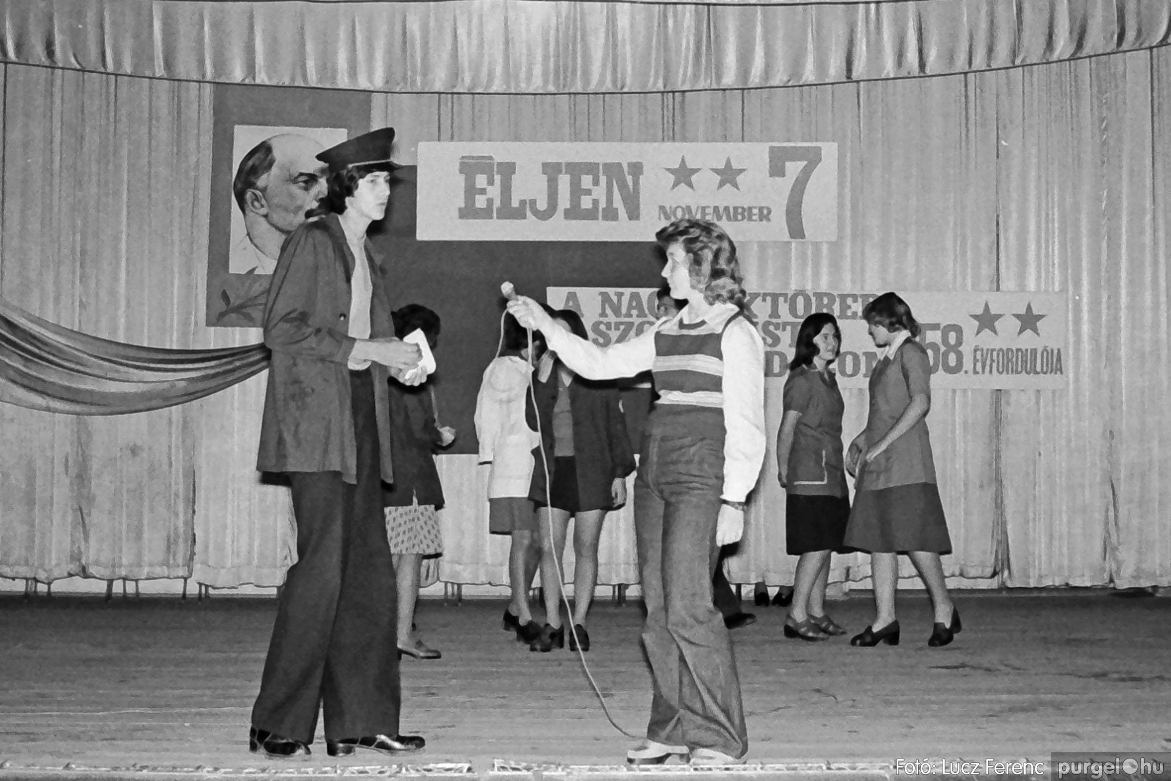 1975.11.07. 021 26. negatív - November 7-i ünnepség - Fotó: Lucz Ferenc - IMG00022q.jpg