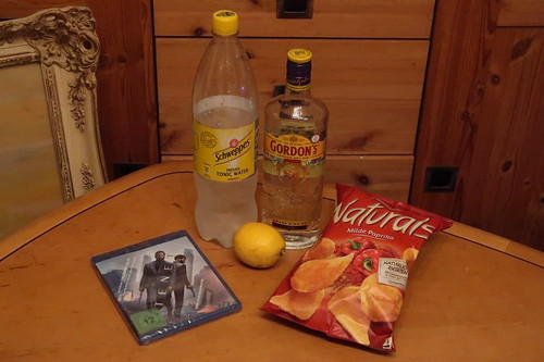 Gin & Tonic mit Chips (Naturals