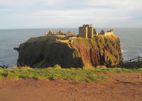 Dunnottar Castle, From Path to Stonehaven