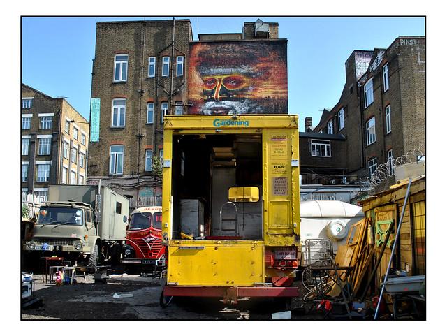 LONDON STREET ART by DALE GRIMSHAW