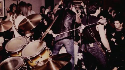 Concierto en los 80 en un bar de Casetas. Fuente: Documental Rockasetas (2019)