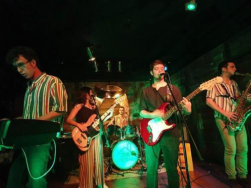 Gabriel (a la izquierda) con su grupo The Blue Cabin tocando en la Sala Zeta (2019)