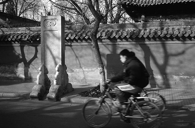 Cycliste rue Guozijian - Guozijian street cyclist