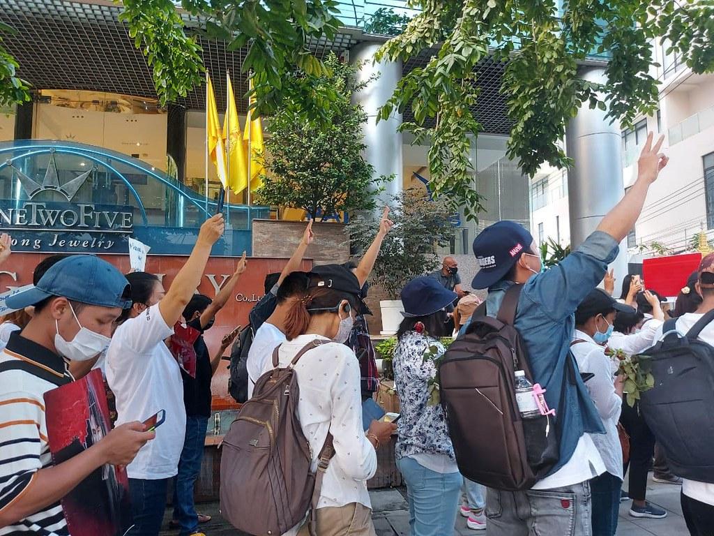 ชุมนุมต่อต้านรัฐประหารหน้าสถานทูตพม่า