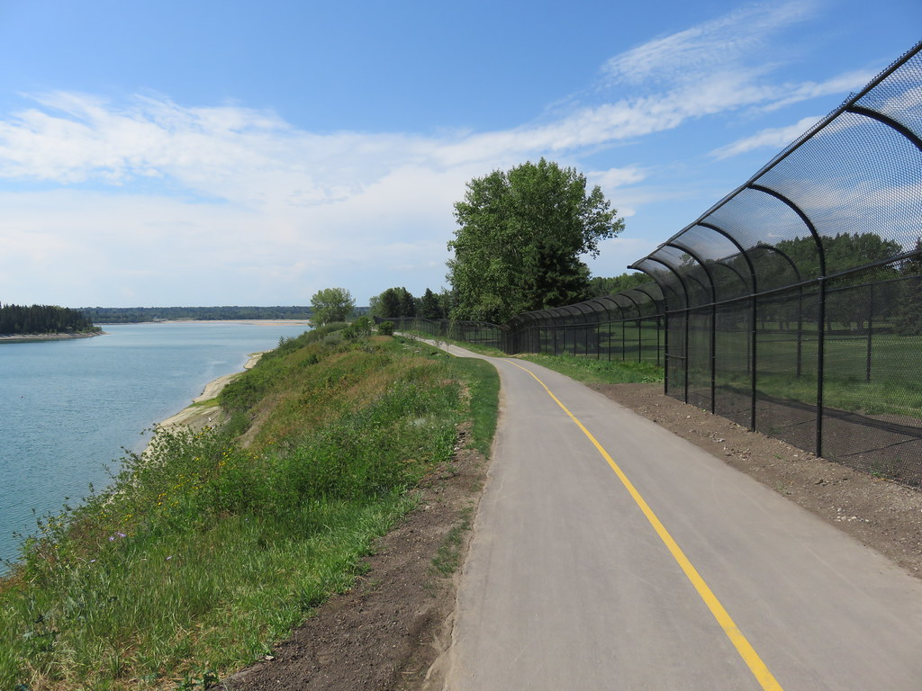 Day 655-53 Walk Calgary Communities Map Series 9 - Lakeview and North Glenmore Park - Glenmore Reservoir -path