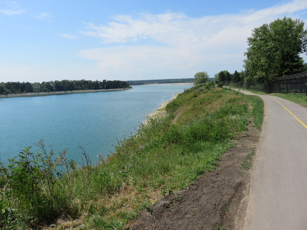 Day 655-52 Walk Calgary Communities Map Series 9 - Lakeview and North Glenmore Park - Glenmore Reservoir path