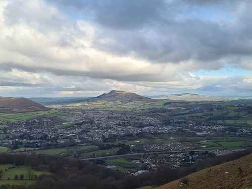 Skyrrid Mountain and Abergavenny from the Blorenge. (threejumps)