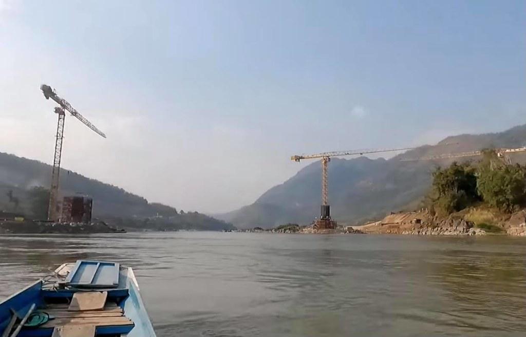 ภาพการสร้างเขื่อนบนแม่น้ำโขง