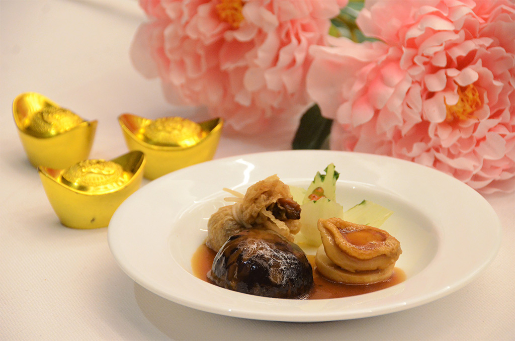 Braised-Abalone,-Chinese-Mushrooms,-Money-Bag,-Caviar