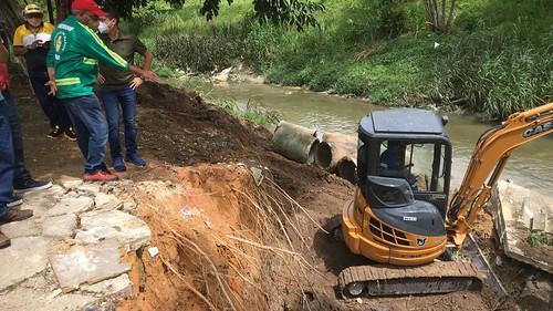 09.02.2021 - David Almeida e Marcos Rotta fiscalizam obras emergenciais de drenagem em Manaus