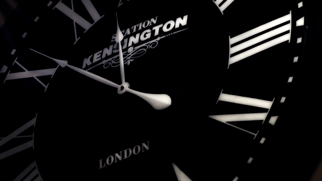 Noir Antique Clock London