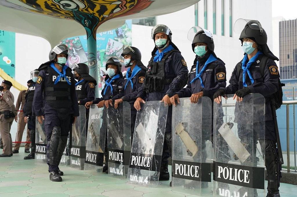 ตำรวจควบคุมฝูงชน