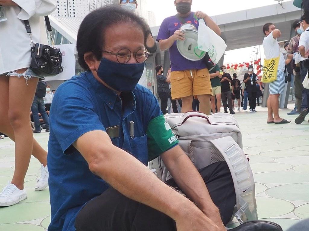 หมอทศพรเดินทางมาให้กำลังใจผู้ชุมนุมพร้อมช่วยดูแลความปลอดภัยหากเกิดเหตุฉุกเฉิน