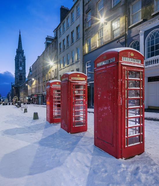Edinburgh - Snowy Royal Mile Dawn