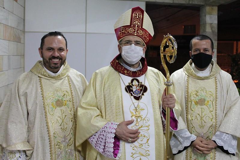 Padre Cristiano e Padre Salvador celebram 10 anos de Sacerdócio
