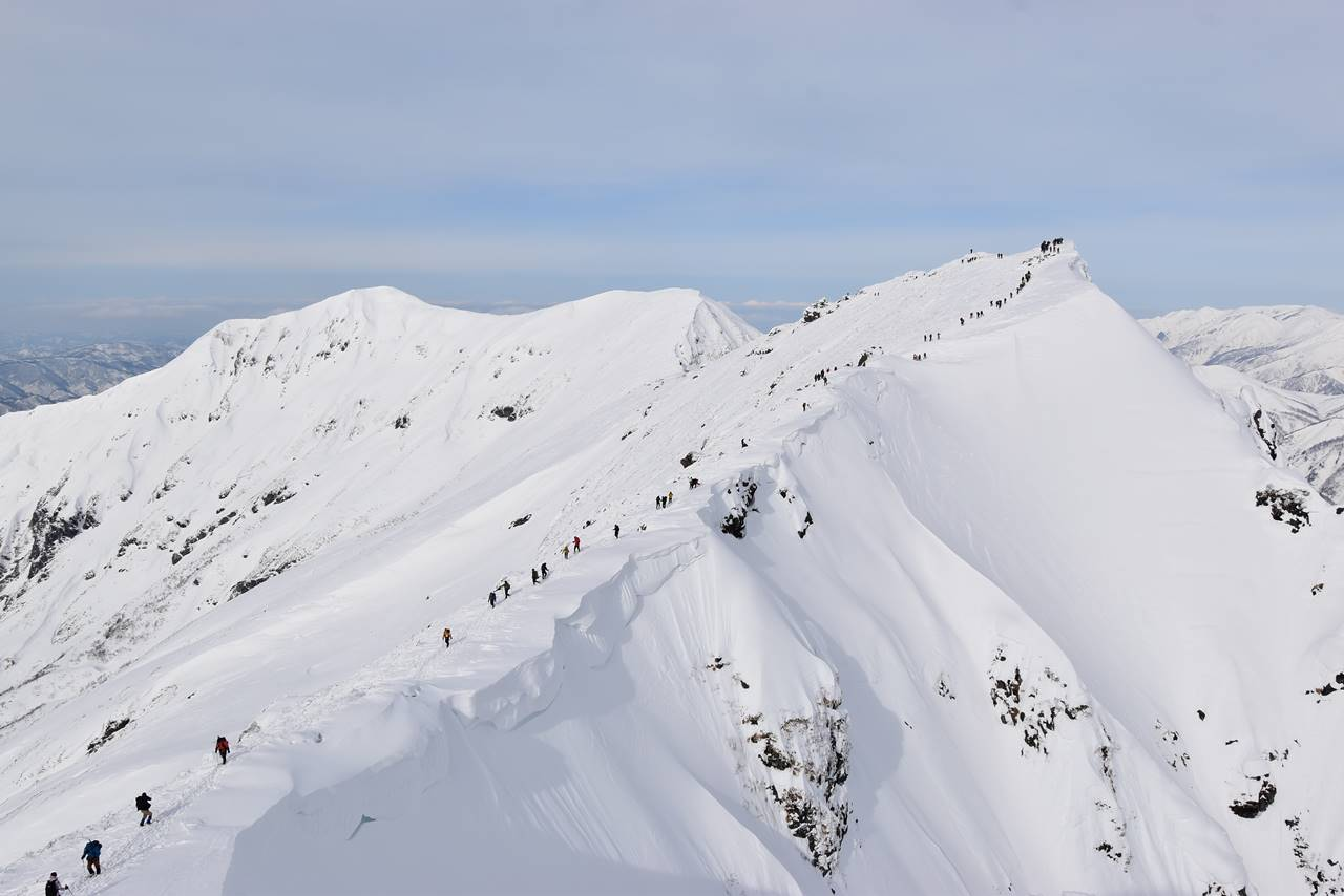 冬の谷川岳 行列ができる人気の雪山登山