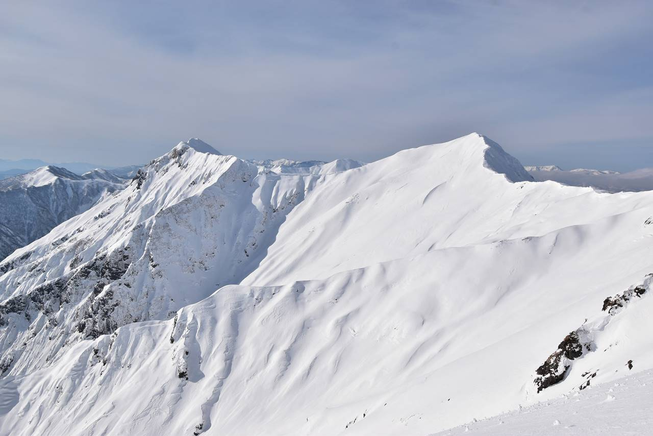 冬の谷川岳稜線