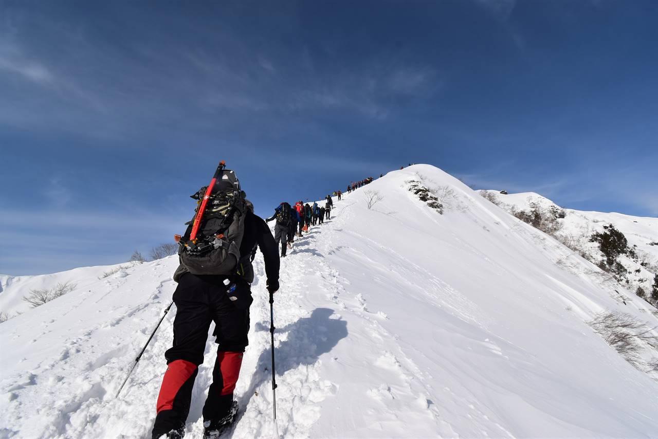 冬の谷川岳(天神尾根コース)行列の雪山登山