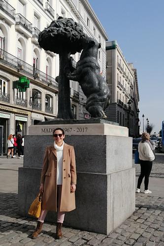 Sandra en Madrid; junto al oso y el Madroño