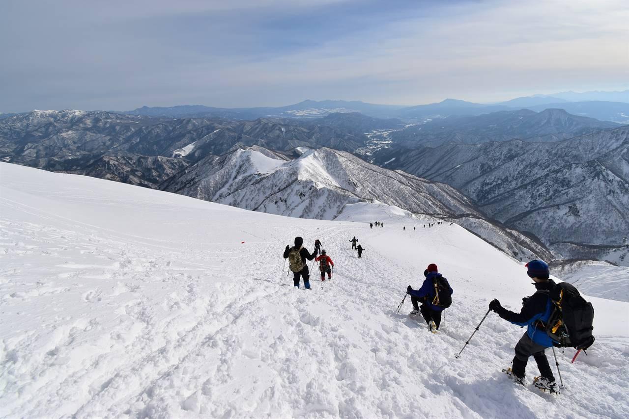 冬の谷川岳 山頂から下山