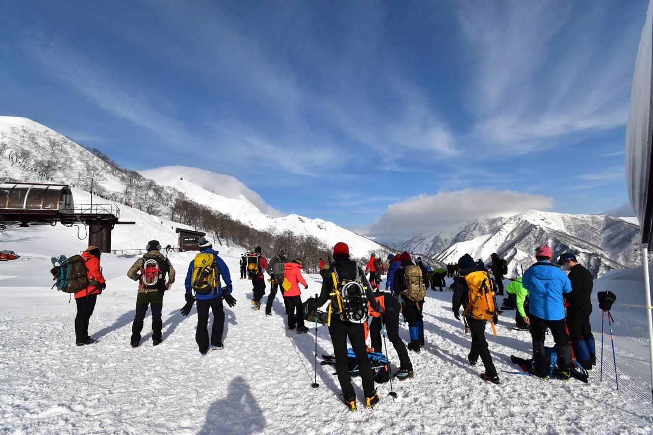 冬の谷川岳 大勢の登山者