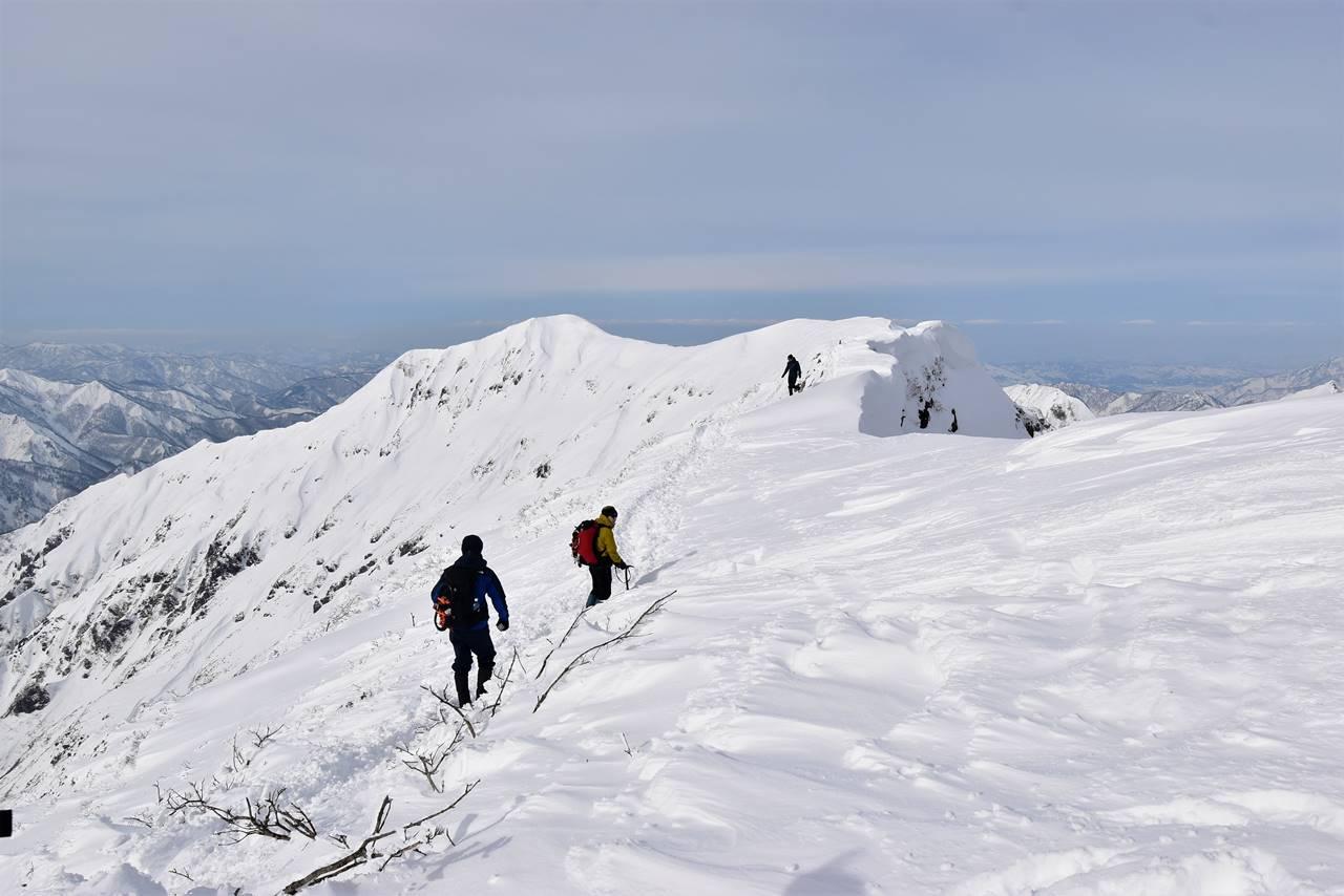 冬の谷川岳(天神尾根コース)雪山登山 オキの耳から先の稜線