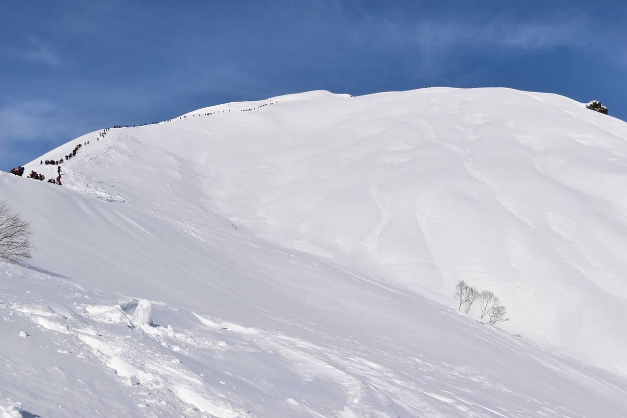 冬の谷川岳(天神尾根コース)雪山登山 山頂直下の雪原