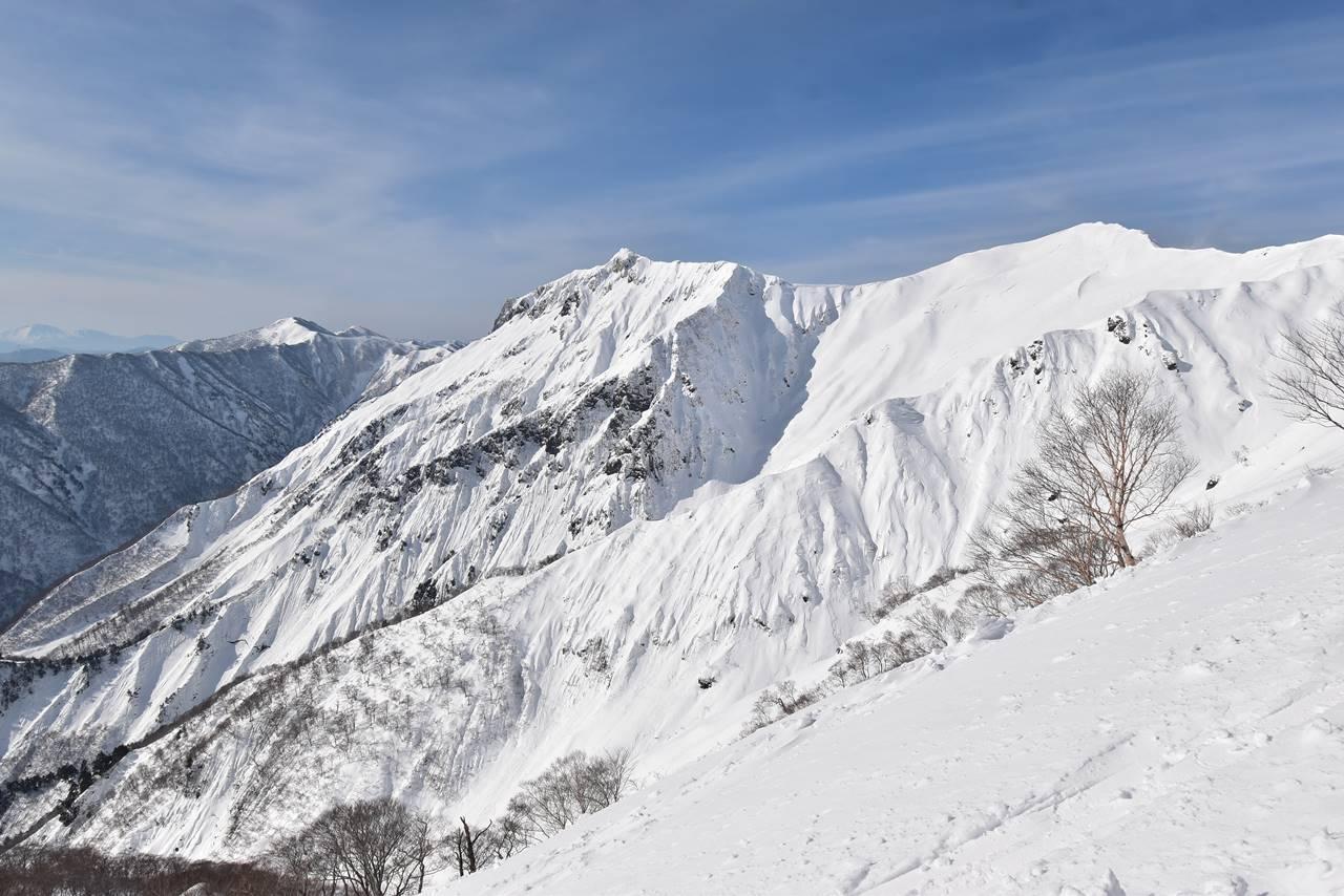 冬の谷川岳 天神尾根からの雪山の展望