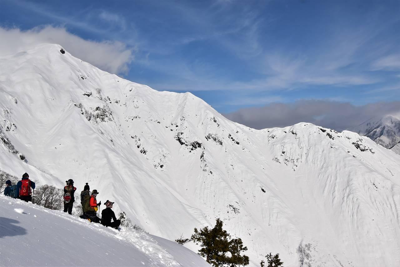 冬の谷川岳・天神尾根コースから眺める西黒尾根